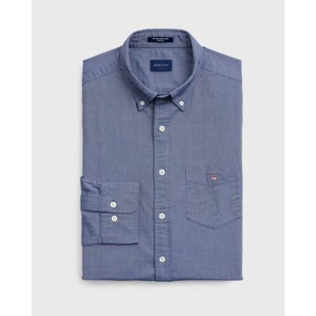 A Camisa Beefy Oxford, em tecelagem Oxford com uma gramagem mais elevada do que a normal, é uma alternativa quentinha à tecelagem Oxford.
