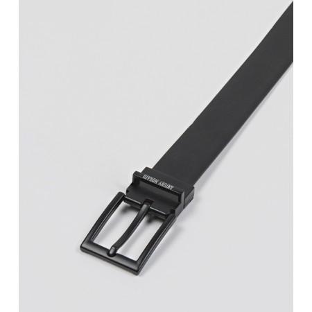 Cinto reversível de Antony Morato com um design contemporâneo e minimalista. Com um lado de couro com aparência de borracha.