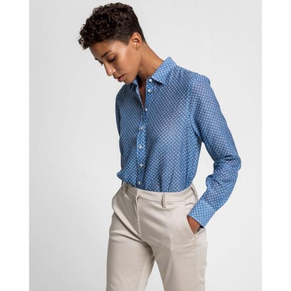 Esta camisa tem o nosso estampado Signature Weave, um look da tecelagem oxford, como tributo à nossa tradição de criação de camisas.