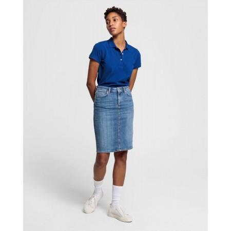 Uma saia de ganga com corte lápis é um clássico intemporal. A nossa foi criada para ter um corte perfeito, com cintura média.