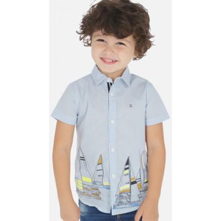 Camisa de manga curta para menino. Gola camisa. Cómodo tecido de popeline confortável, durável e fácil de cuidar. desenho na frente e atrás.