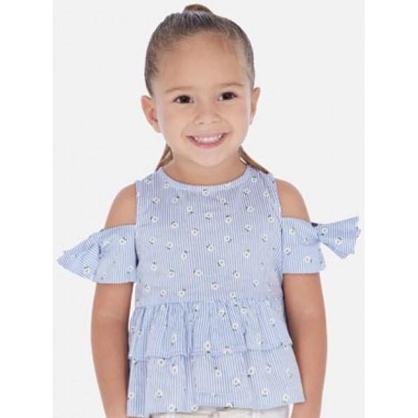 Blusa de manga curta com aberturas nos ombros para menina. Gola redonda. Pequena abertura nas costas com botão para facilitar a colocação da peça