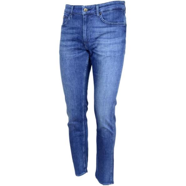 Jeans masculino Hugo Boss slim fit Delaware em tons de azul médio em denim com toque de cashmere supermacio.