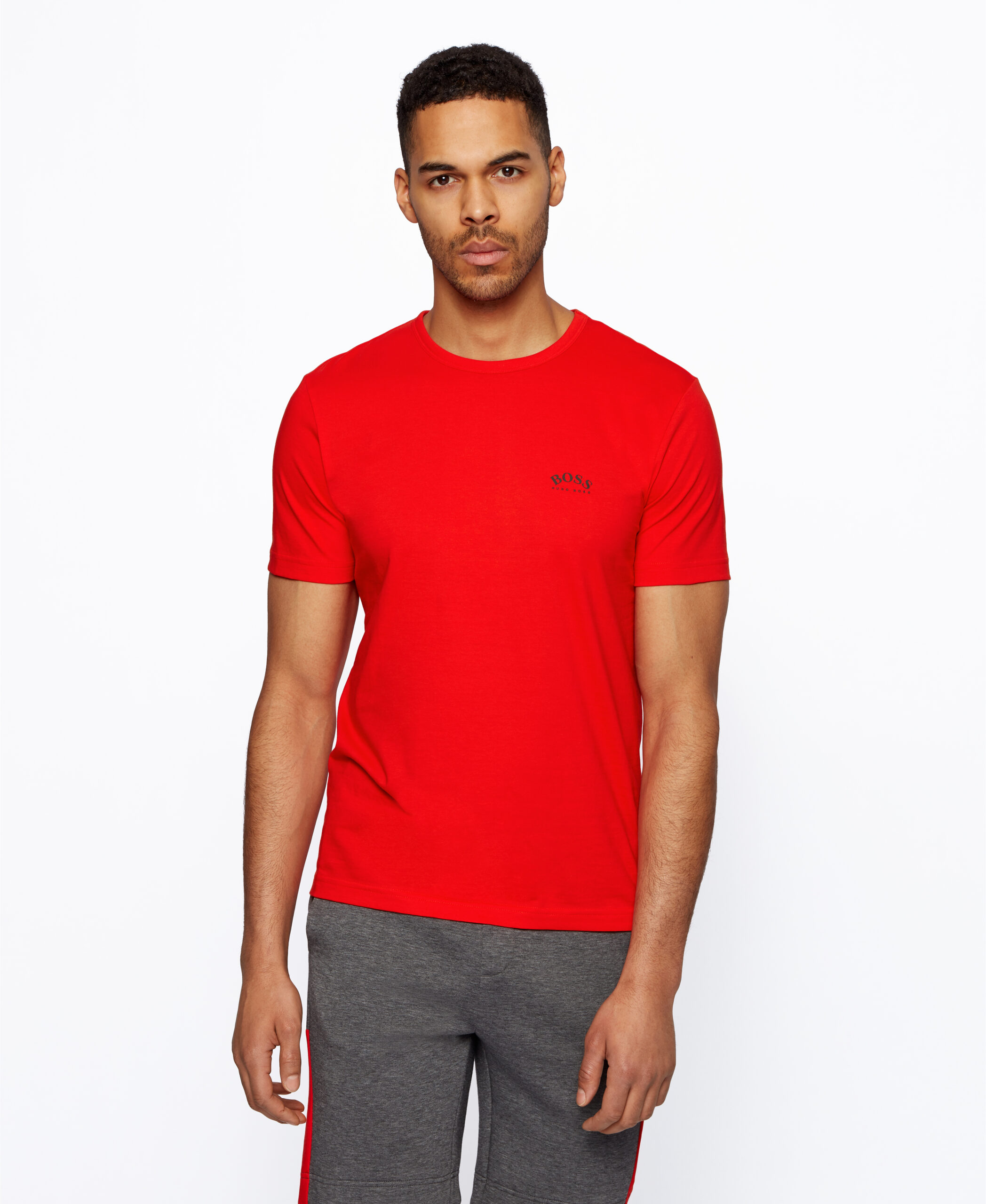 T-shirt regular da BOSS Menswear. Em algodão supermacio, com logotipo curvo da BOSS em estampa emborrachada no lado esquerdo do peito.