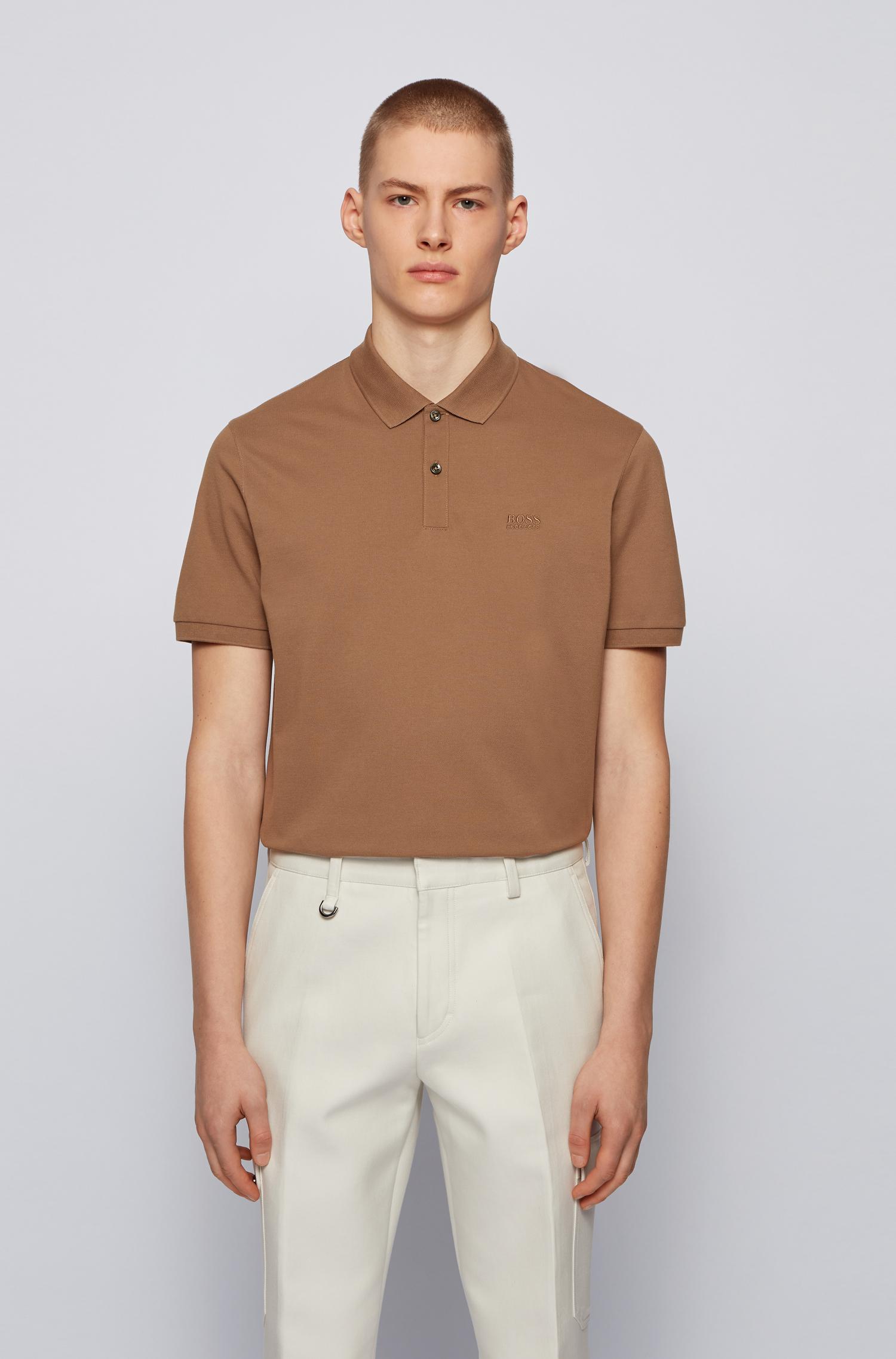 Um polo da BOSS Menswear com logotipo no peito, produzido em algodão piqué, para uma sensação luxuosamente suave.