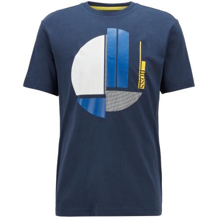T-shirt dinâmica da BOSS em tecido 100% algodão. Corte regular, esta t-shirt desportiva é impresso no peito BOSS em arte gráfica.