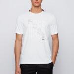 T-shirt da BOSS com suave tecido em puro algodão. Com corte regular, esta t-shirt desportivo é impresso no peito com arte gráfica a marca.