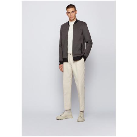 Um casaco casual da BOSS Menswear, desenhado em estilo blusão com gola universitária e riscas contrastantes na gola, bainha e punhos.