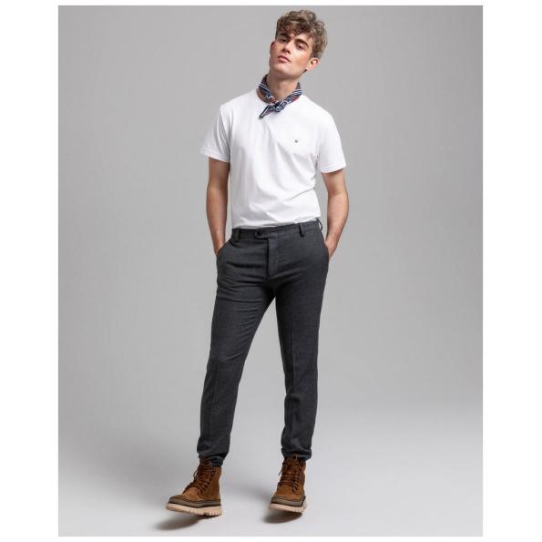 T-shirt Gant clássica é uma peça essencial, desde o corte ao estilo. Para dar um look mais informal esta t-shirt versátil não vai desiludir.