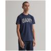 T-Shirt GANT Arch Outline em 100% algodão deve ser a base de qualquer guarda-roupa. Com um corte normal e um logótipo GANT colegial estampado