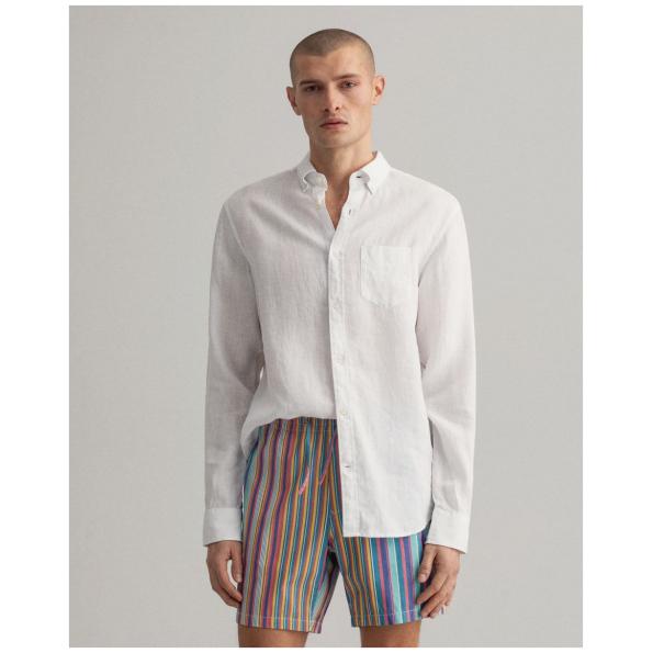 Camisa GANT de linho regular fit é feita em 100% linho, tornando-a leve, arejada e perfeita para o verão. O linho é uma fibra respirável.
