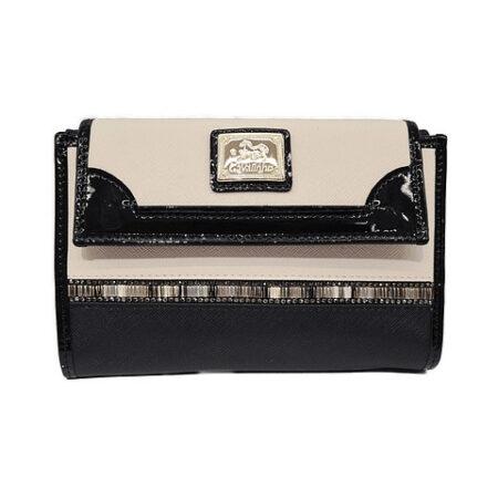 Esta carteira Cavalinho Crystal Line SKU: 28900205.21.99 na divisão traseira tem uma pala com mola que dá acesso a três compartimentos.