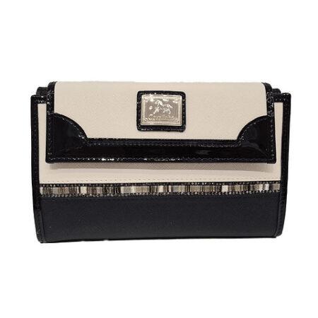 Esta carteira de senhora Cavalinho Crystal Line SKU: 28900206.21.99 na divisão traseira tem uma pala com mola.