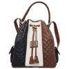 Bolsa de Cordão Cavalinho de senhora Amber Line SKU 18910360.34.99 com dupla funcionalidade. Escolha entre a opção de mão ou a alça de ombro regulável.