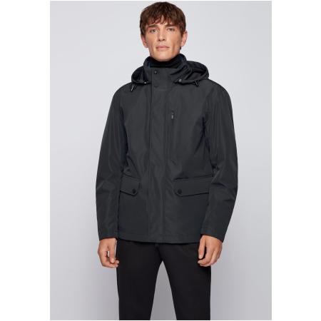 Um blusão comprido adaptável que contém três looks. Esta jaqueta de ajuste regular é confecionada em tecido com acabamento impermeável.