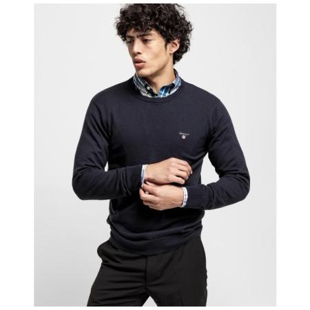 Camisola decote redonda GANT 83101 a sua camisola clássico que fica bem com tudo. Tão versátil e macia que vai poder ter uma de cada cor.